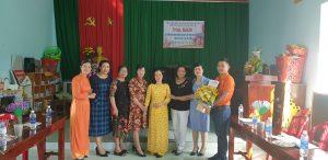 ngoại ngữ quốc tế á âu tặng hoa 20-10 ch hội phụ nữ