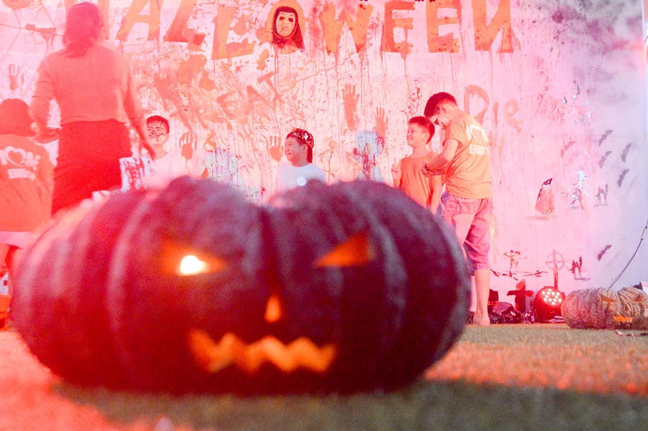 lễ hội halloween ngoại ngữ quốc tế á âu